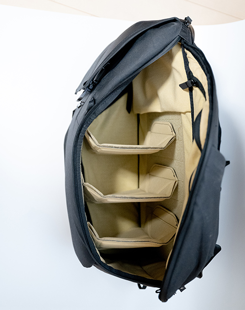 エブリデイバックパックを横から見た画像 
