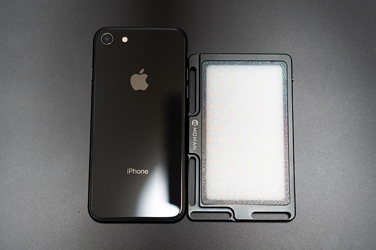 moman96LED Video Light&iphone8