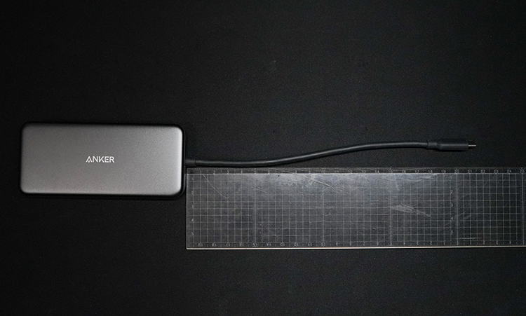 Anker 7-in-1 プレミアム USB-Cハブのケー物の長さを測った写真